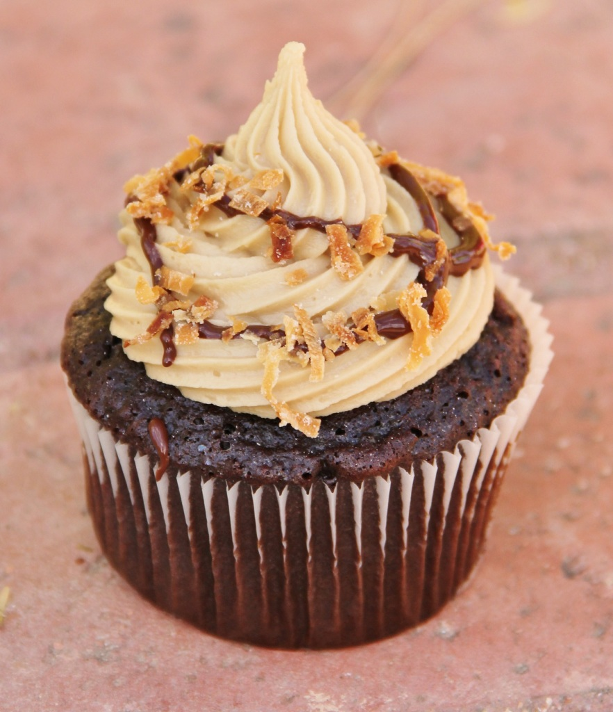 Samoas cupcakes from aroundmyfamilytable.com