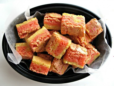 Strawberry Lemonade Bars from themondaybox.com