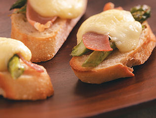 Asparagus Crostini Appetizers with Gouda Cheese and Proscuitto - from The Gardening cook