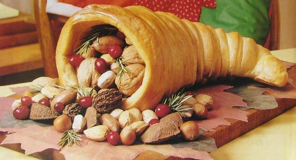 cornucopia bread dough table centerpiece from thegardeningcook.com