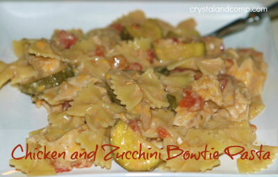 crock pot chicken with zucchini and bow tie pasta from crystalandcomp.com