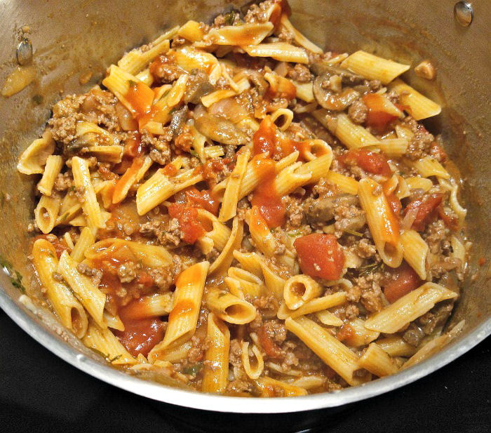 Add tomato sauce to pasta dish