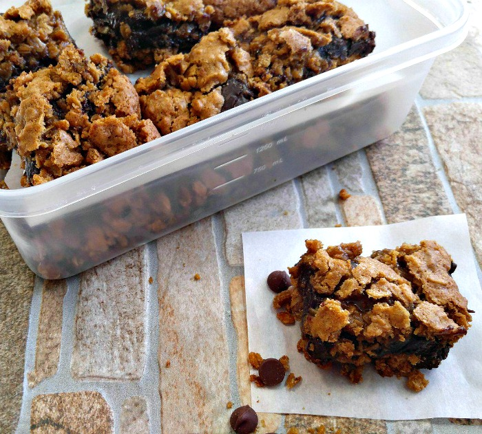 These oatmeal chocolate cookie bars are perfect for a pot luck