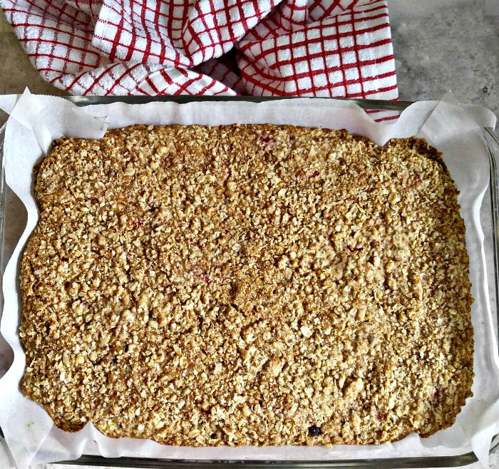 Baked strawberry oatmeal bars