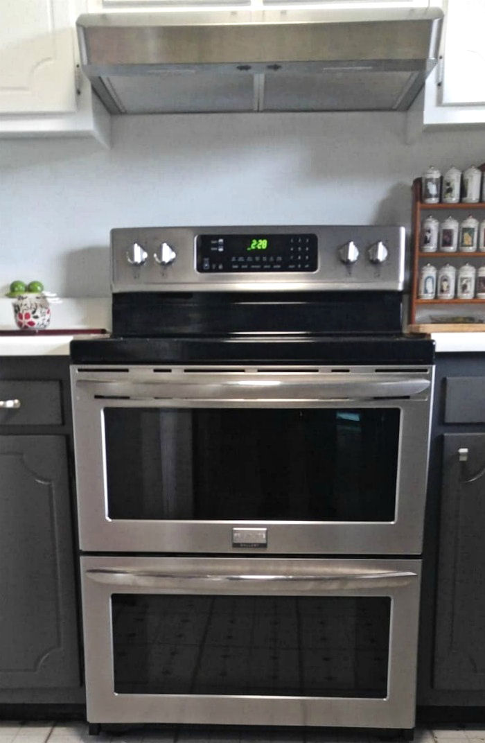 Double oven by Frigidaire