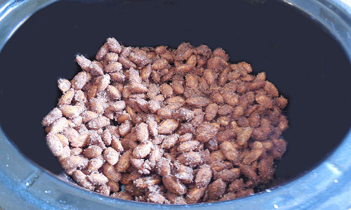 cinnamon almonds in the slow cooker