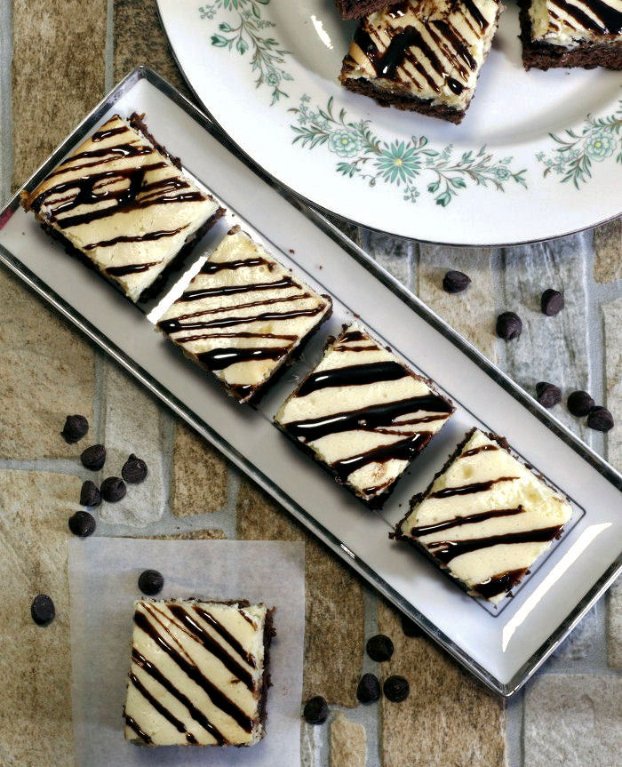 Plates of cheesecake brownies
