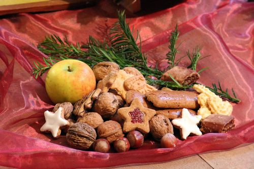 Simple centerpiece works for a cookie exchange
