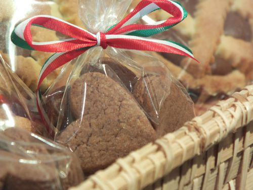 Cookies in cellophane bags with a striped ribbon.