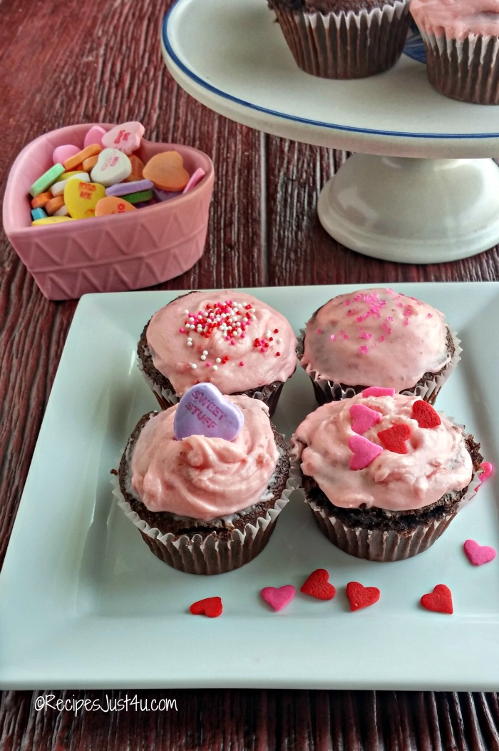 These strawberry buttercream cupcakes can be decorated so many different ways.