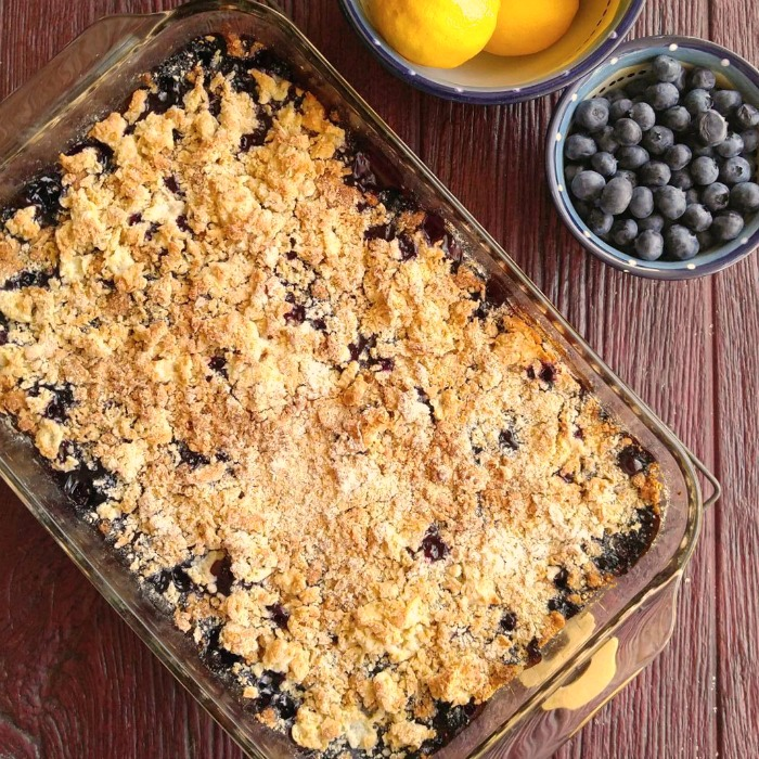 cooked blueberry crumble