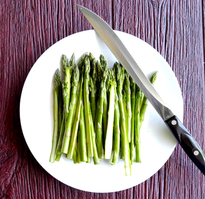 Halve the asparagus spears