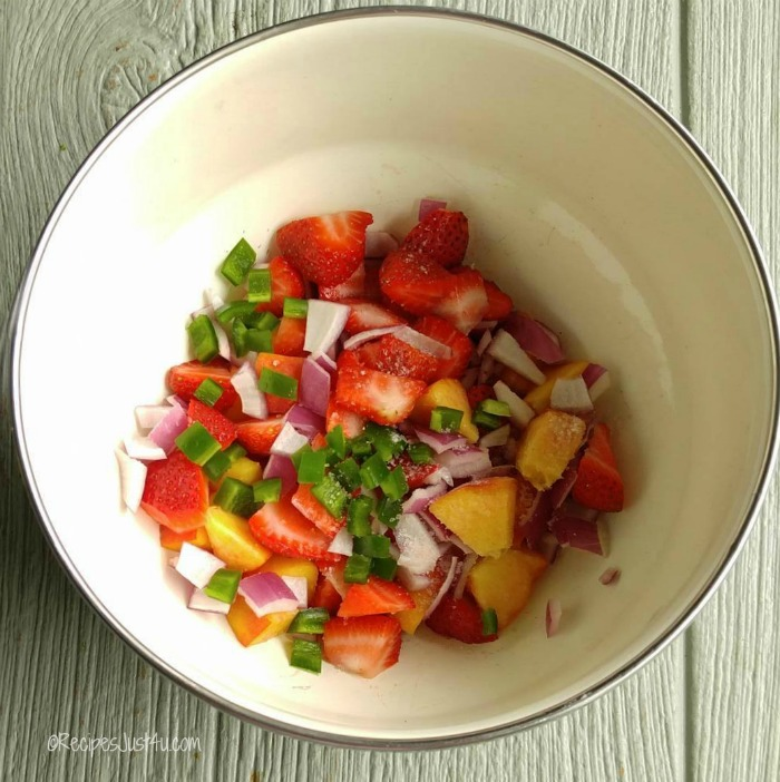 Combine the peaches, onions and berries in a bowl
