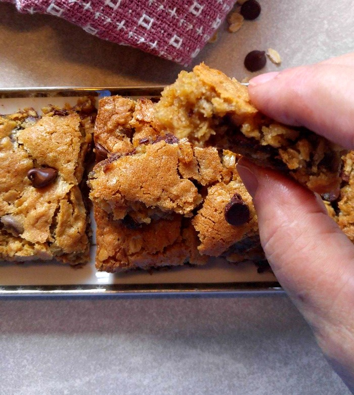 Take a bite of these chocolate chip oatmeal bars