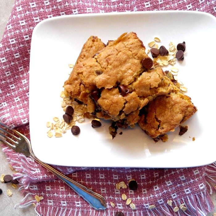 These chocolate chip oatmeal bars are easy to make and so, so delicious!