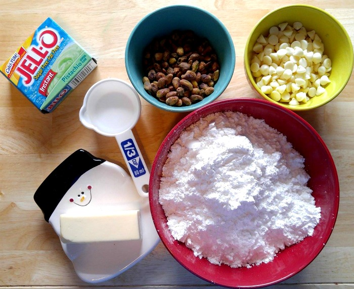 Ingredients for the Easy pistachio fudge