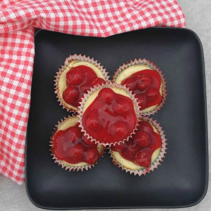 Mini cherry cheesecake cupcakes