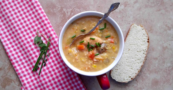 Enjoy a bowl of Slow cooker chicken corn soup