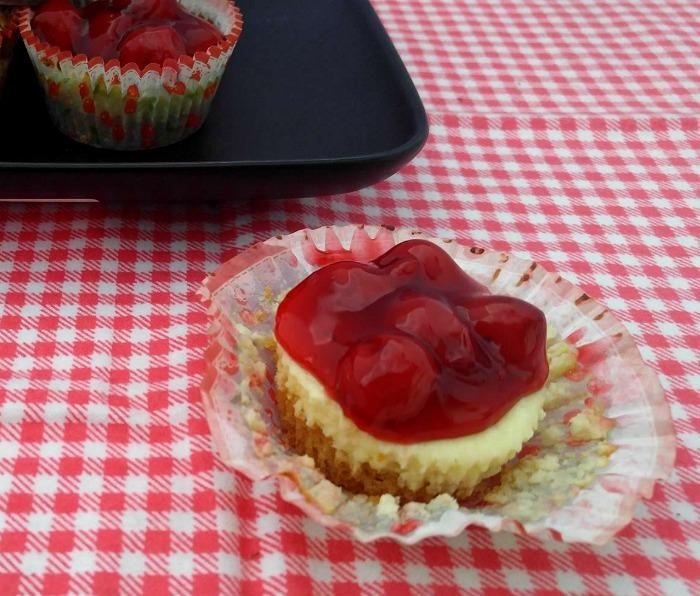 Yummy Mini cherry cheesecake cupcakes