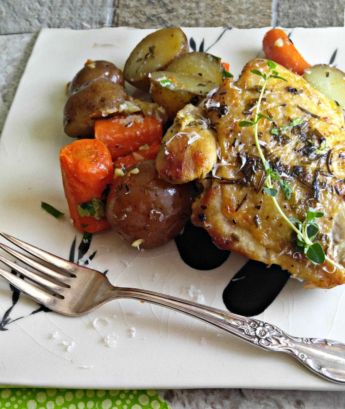 Take a bite of this slow cooker garlic chicken with red potatoes and carrots