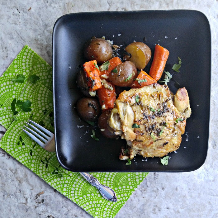 slow cooker garlic chicken with red potatoes and carrots