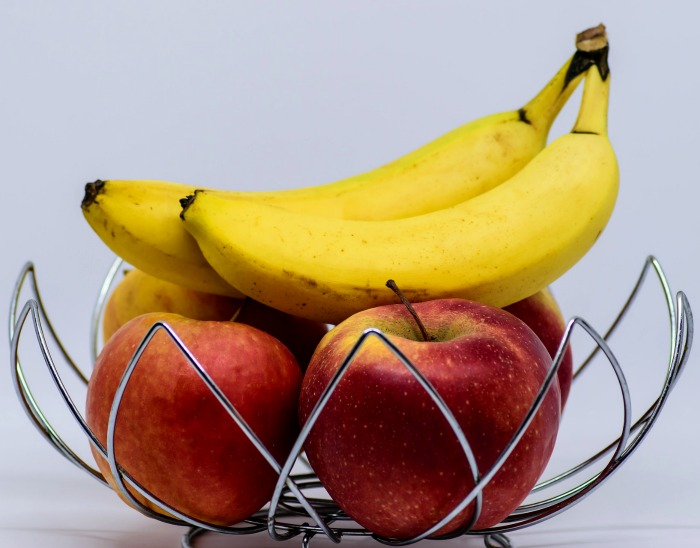 Apples and bananas in a fruit bowl