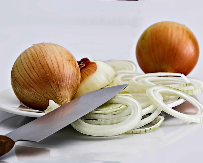 sliced onions