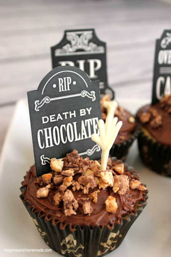 Gravestone cupcakes from happinessishomemade.net