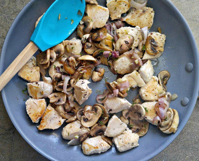Chicken with mushrooms and shallots