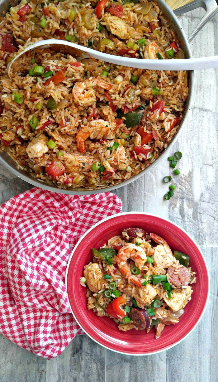 Perfect for a pot luck dinner! This one pot jambalaya brings the flavors of Louisiana to your table in an easy way. #jambalaya #glutenfree #cajunrecipes