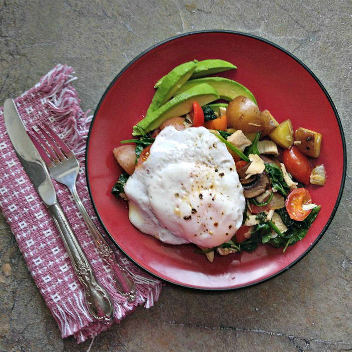 This Whole30 turkey hash makes a healthy breakfast that is super filling.