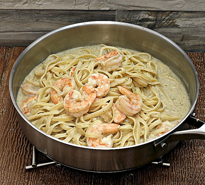 Shrimp and pasta in Alfredo sauce
