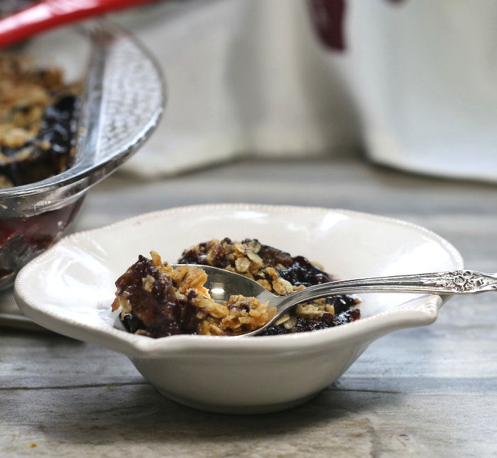 Tasting this blueberry fig crumble