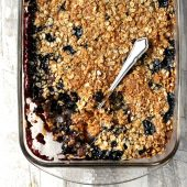 Serving fig crumble