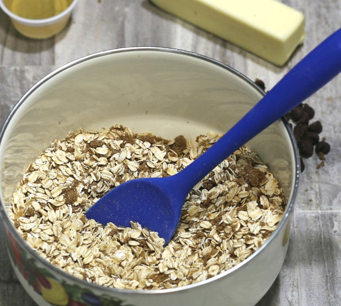 Combine oats and brown sugar