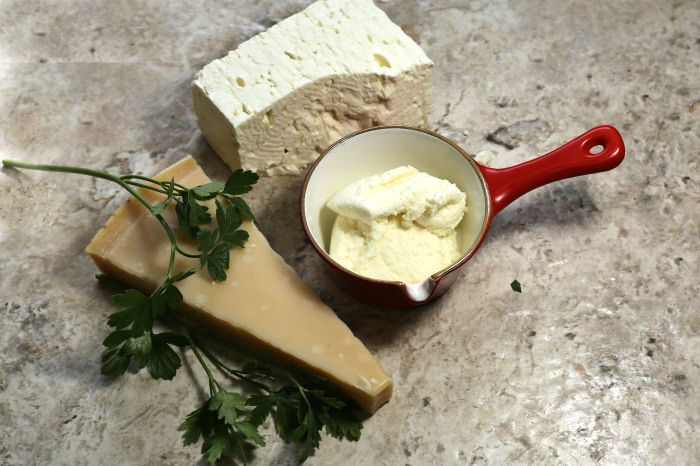 Parmesan, ricotta and mozzarella cheese with fresh parsley