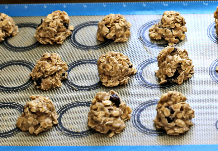 Oatmeal cookies, ready to bake