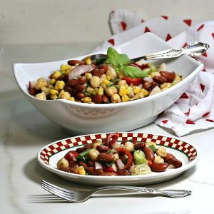 Mediterranean salad with chickpeas