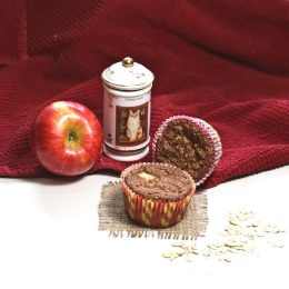 making cinnamon apple muffins is easy